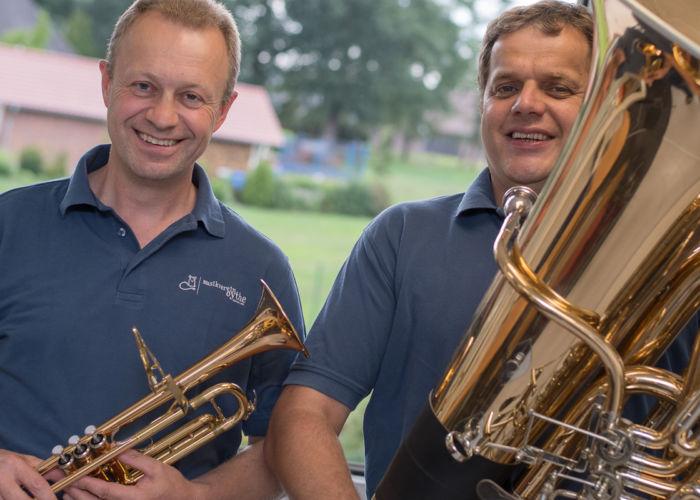 Erwachsene lernen Blasinstrumente